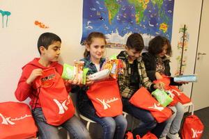 Kinderlachen und MAPED statten 1500 Kinder mit Schulmaterialien aus