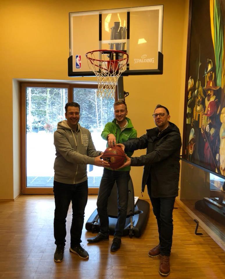 Basketballkorb-Übergabe Kinderhospiz